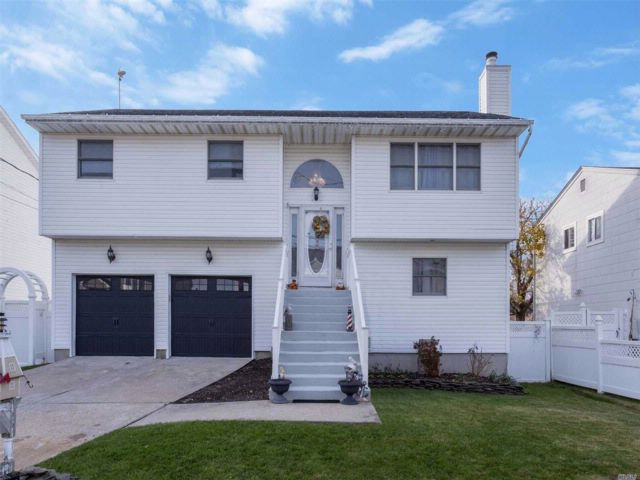 4 BR,  3.00 BTH  Hi ranch style home in Seaford